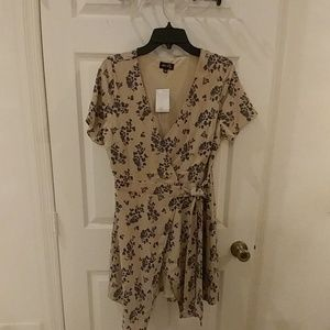 Dee Elly wrap floral dress size large
